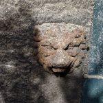 Löwenkopf an der Kapelle